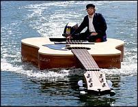 Click image for larger version  Name:josh-pyke-guitar-boat_uZKyy_5965.jpg Views:152 Size:55.5 KB ID:77260