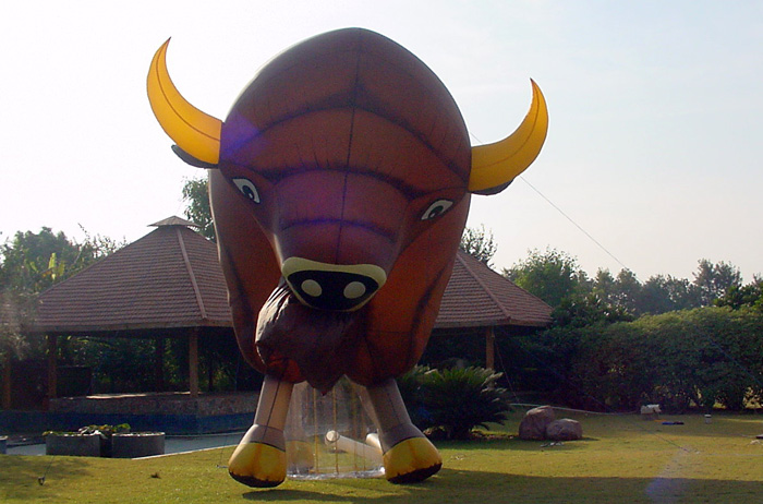 Click image for larger version  Name:giant-inflatable-bison.jpg Views:272 Size:117.9 KB ID:78091
