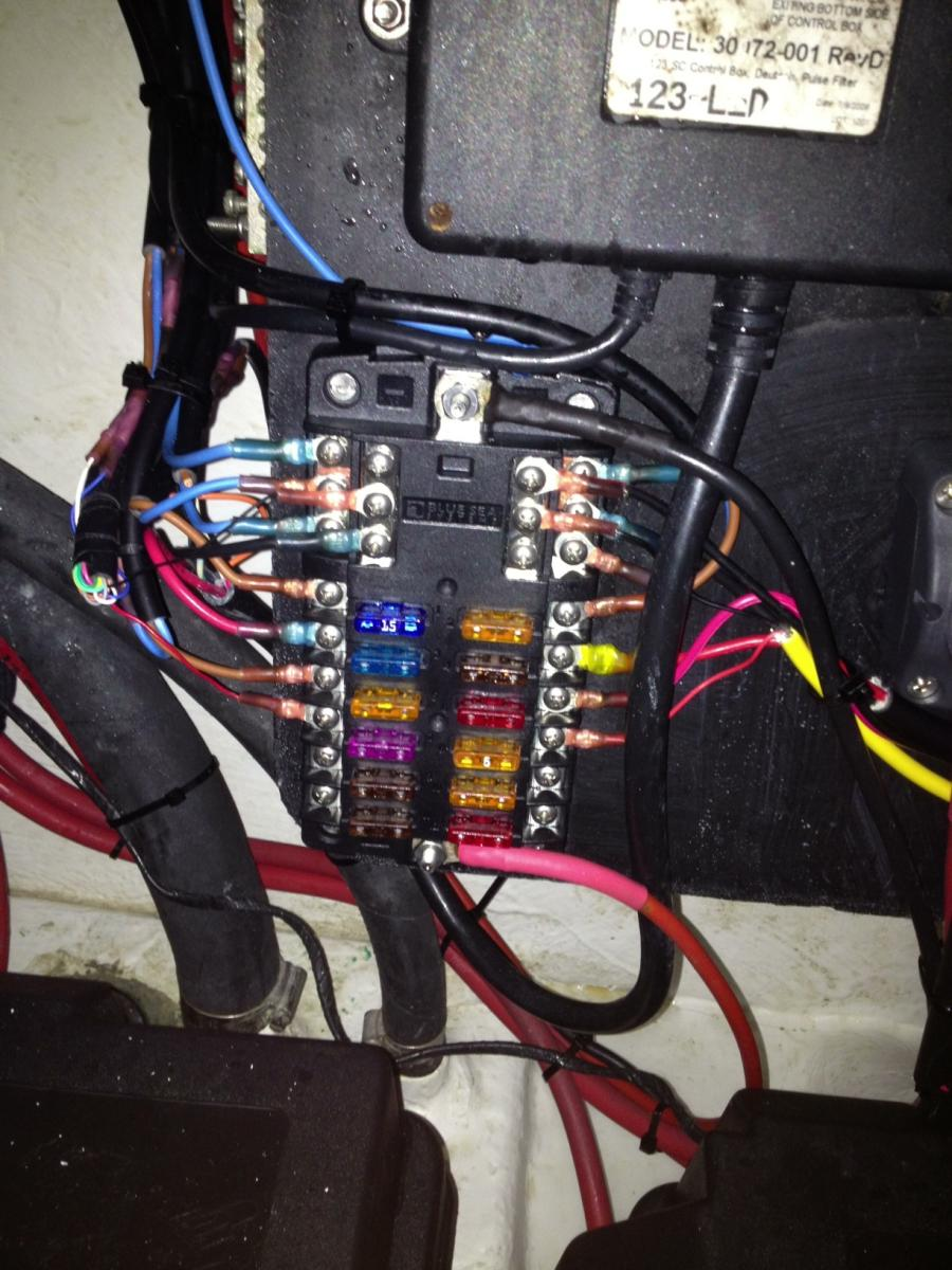 Click image for larger version  Name:fuse box.jpg Views:69 Size:144.7 KB ID:80769