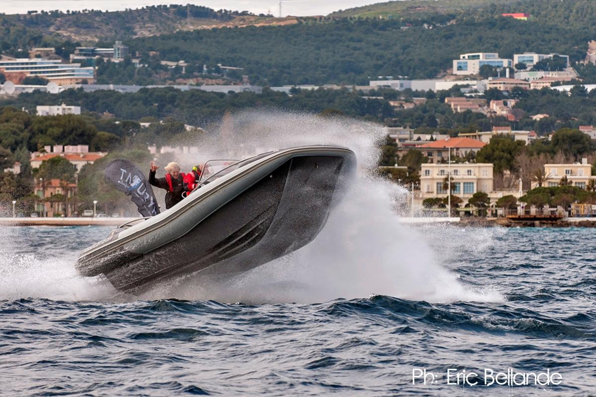 Click image for larger version  Name:Hysucat Elan 8.5m - Marseille 01.jpg Views:420 Size:176.5 KB ID:81719