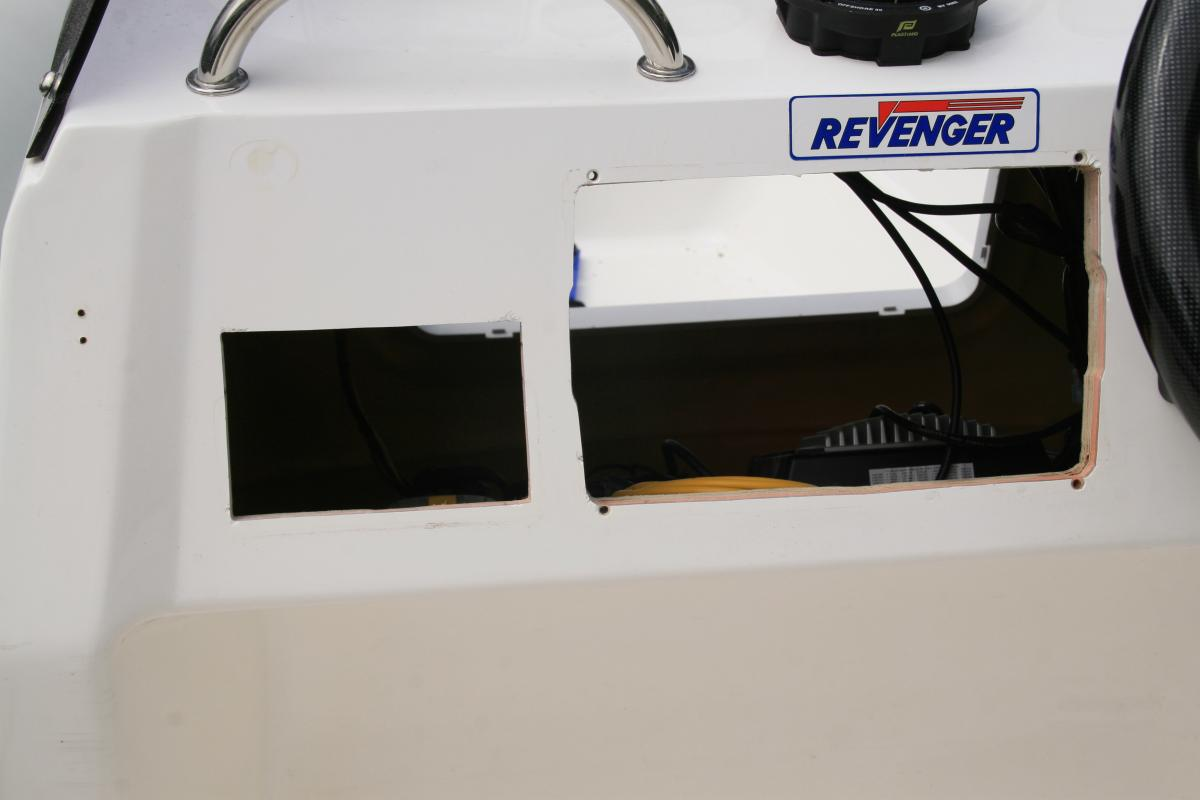 Click image for larger version  Name:Revenger 715 ICOM VHF Radio 008.jpg Views:133 Size:50.9 KB ID:81849