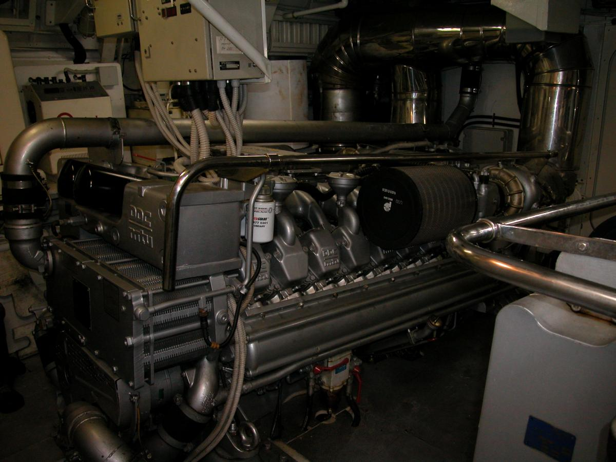 Click image for larger version  Name:Stb Engine.jpg Views:198 Size:117.9 KB ID:81928