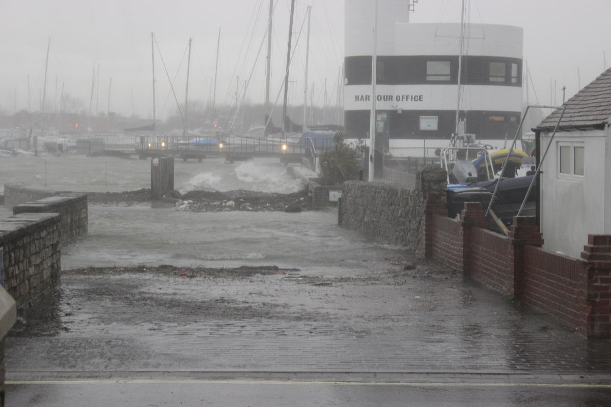 Click image for larger version  Name:Hamble%20Storm%20004.jpg Views:213 Size:91.3 KB ID:88818