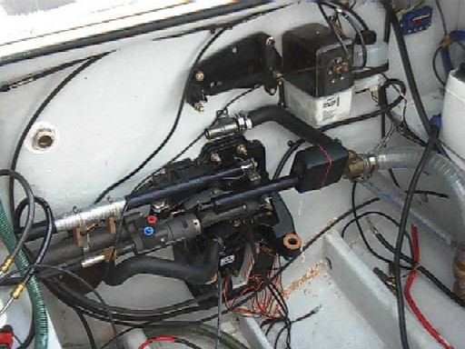 Click image for larger version  Name:44 - autopilot assembly fitted to steering arm.jpg Views:331 Size:69.7 KB ID:933
