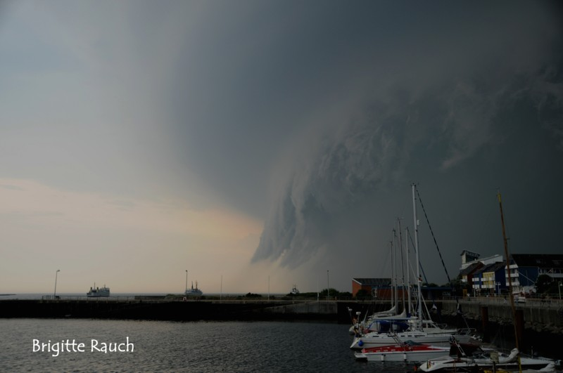Click image for larger version  Name:unwetter-ueber-helgoland-55d0cef8-052c-40f8-9bc0-9f8156fca342.jpg Views:91 Size:46.8 KB ID:98292