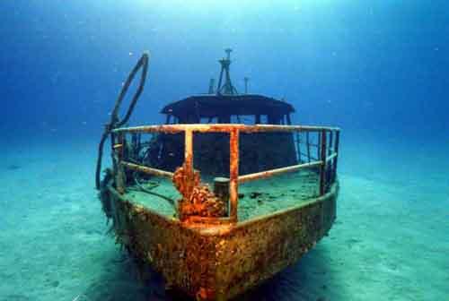 Wreck of a trawler off Lttle Cayman