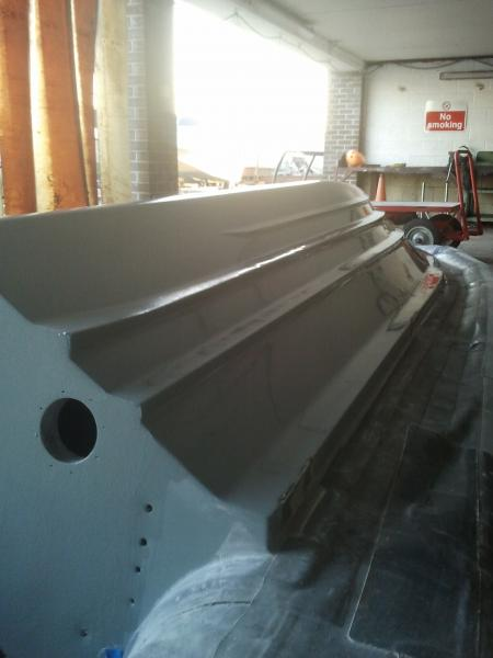 First view of the re-gelled and polished hull. You can now see a shine and reflection!