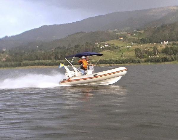 Aquavit 430, Evinrude E-TEC 60 hp, propeler pitch 19' - Top speed: 68 kph