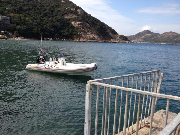 moored by rope pulley to the buoy while I enjoy some lunch on Lamma Island